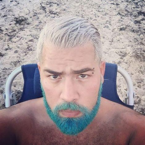 barba pe plaja